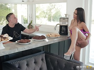 Hardcore missionary fuck nearly the kitchen with housewife Lela Repute