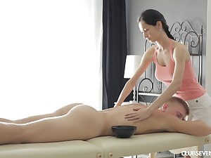 Amercement brunette Emma L gives a knead and rides unearth