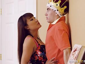 Tiffany Spew catches Jordi El Nino Polla playing a sex king