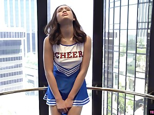 A cheerleader Liv Wild gets her untidy pussy ponded by her team up